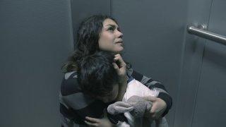 Third Person: Mila Kunis abbraccia il figlio
