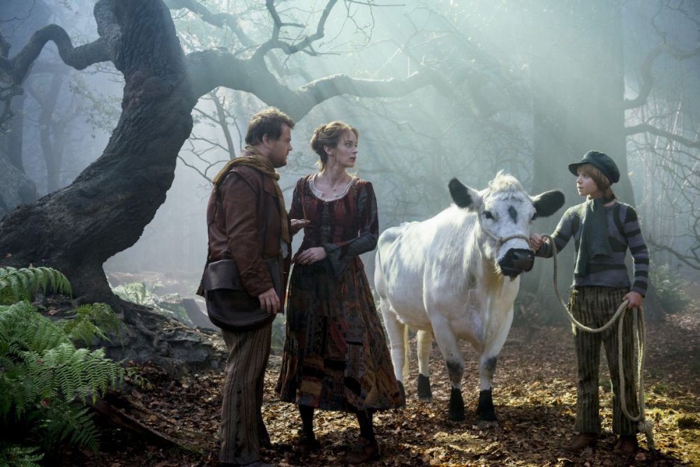 Into the Woods: James Corden, Emily Blunt e Daniel Huttlestone in una scena