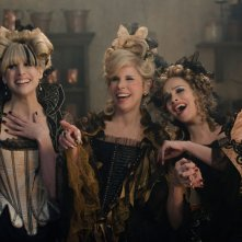 Into the Woods: Christine Baranski con Tammy Blanchard e Lucy Punch in una scena