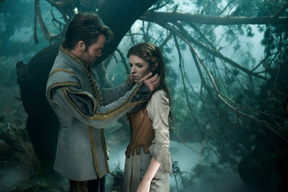 Into the Woods: Anna Kendrick insieme a Chris Pine in una scena