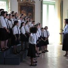 La scelta: Ambra Angiolini in una scena con il suo coro