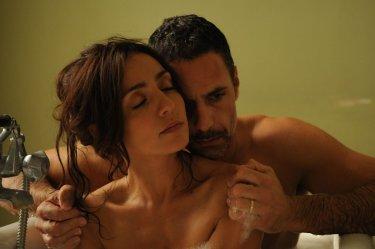 La scelta: Ambra Angiolini e Raoul Bova, coniugi innamorati e tormentati in una scena del film