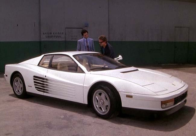 Miami Vice: Don Johnson e Philip Michael Thomas con la Ferrari bianca