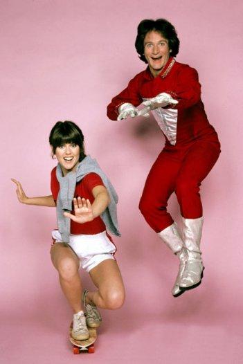 Mork e Mindy: Robin Williams e Pam Dawber in una foto promozionale