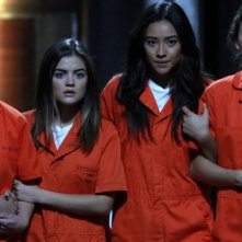 Pretty Little Liars: Lucy Hale, Troian Bellisario, Ashley Benson, Shay Mitchell nel finale della stagione 5, Welcome to the Dollhouse