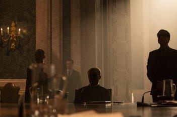Spectre: un ombroso Christoph Waltz in una scena