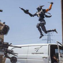 Humandroid: robot volanti in una scena del film