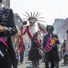 Spectre. un momento della parata del Giorno dei Morti a Mexico City