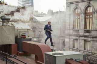 Spectre: Daniel Craig salta sui tetti di Mexico City