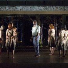 National Theatre Live: Medea - Danny Sapani nel ruolo di Jason in una scena dello spettacolo