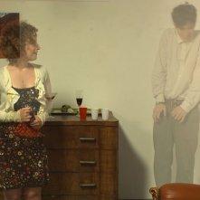 La dolce arte di esistere: Pierpaolo Spollon e Francesca Golia appaiono e scompaiono in una scena del film