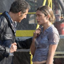 Tempo instabile con probabili schiarite: John Turturro con Carolina Crescentini in un momento del film