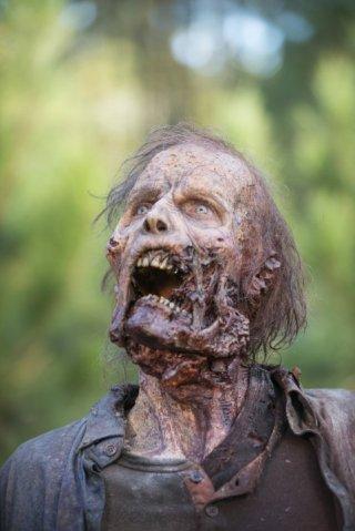 The Walking Dead: un walker nel finale della stagione 5