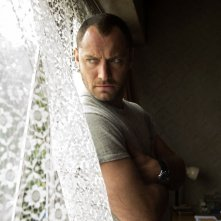 Black Sea: Jude Law nei panni del Capitano Robinson in una scena del film