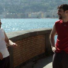 Ci devo pensare: Francesco Albanese parla con Alessandro Bolide in una scena del film