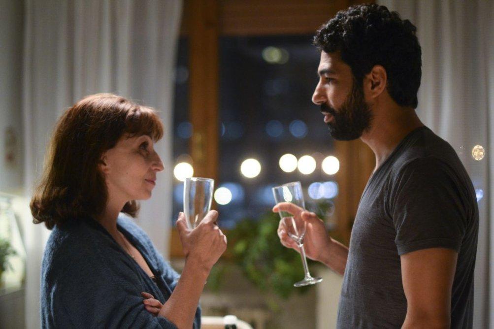 L'amore non perdona: Ariane Ascaride insieme a Helmi Dridi in una scena