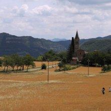 Qualcosa di noi: le colline coltivate a grano di Sasso Marconi in una scena del documentario