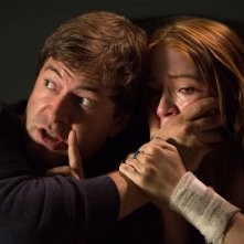 The Lazarus Effect: Mark Duplass zittisce Sarah Bolger in una scena del film horror