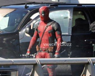 Deadpool: Ryan Reynolds durante le riprese di una scena del film