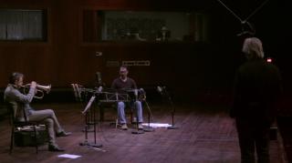 Wenn aus dem Himmel... Quando dal cielo...: Paolo Fresu, Manfred Eicher (di spalle) e Daniele di Bonaventura in una scena del documentario