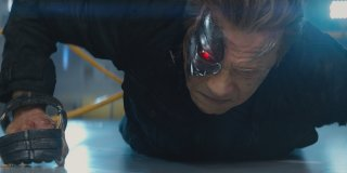 Terminator: Genisys - Arnold Schwarzenegger in una sequenza drammatica
