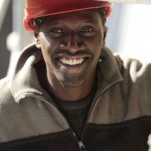 Samba: Omar Sy sorride in una scena del film