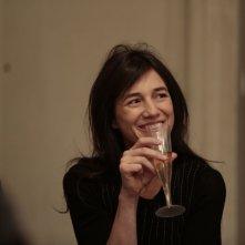 Samba: Charlotte Gainsbourg nel ruolo di Alice sorride in una scena del film