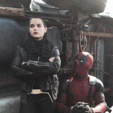 Deadpool: Ryan Reynolds con Brianna Hildebrand nei panni di Negasonic Teenage Warhead.