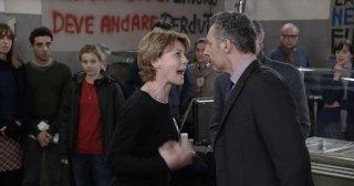 Mia madre: Margherita Buy discute animatamente con John Turturro in una scena del film