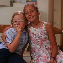 I bambini sanno: le gemelle Gaia e Luna Buggiani in una scena del documentario