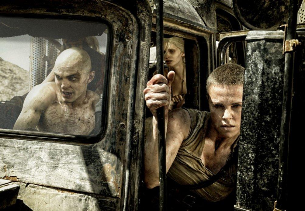 Mad Max: Fury Road, Nicholas Hoult con Charlize Theron in una scena