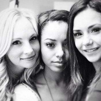 The Vampire Diaries: Candice Accola e Kat Graham dopo l'ultima scena girata insieme a Nina Dobrev