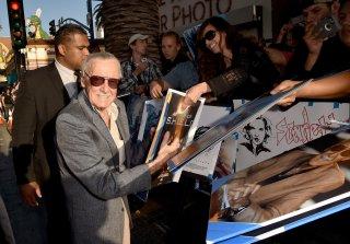 The Avengers: Age of Ultron - Stan Lee firma autografi alla premiere