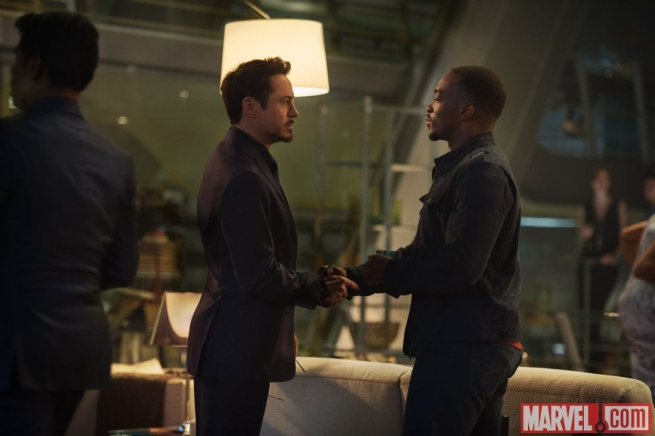 Avengers: Age of Ultron - Un'immagine con protagonisti Robert Downey Jr. e Anthony Mackie