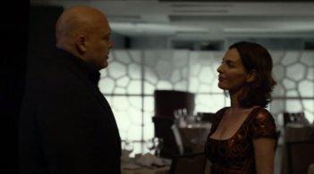 Daredevil: Vincent D'Onofrio e Ayelet Zurer in una scena