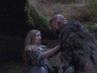 Il Racconto dei Racconti: Bebe Cave e Guillaume Delaunay sono Viola e l'Orco in una scena del film