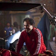 Il Racconto dei Racconti: Matteo Garrone sorridente sul set del film