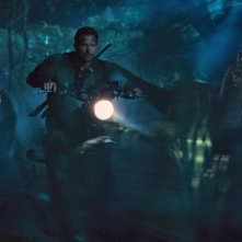 Jurassic World: Chris Pratt in una scena d'azione del film