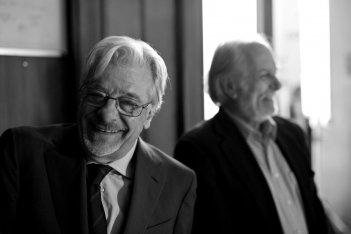 Il ragazzo della Giudecca: Giancarlo Giannini sorride con Luigi Diberti in una foto promozionale