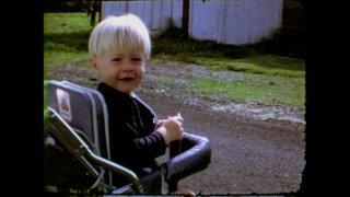 Kurt Cobain: Montage of Heck - Kurt Cobain a due anni in una tenera immagine del film