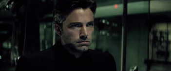 Batman v Superman: Dawn of Justice: Ben Affleck in un'immagine del trailer del film