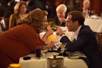Spy: Melissa McCarthy con Jude Law in una scena della commedia