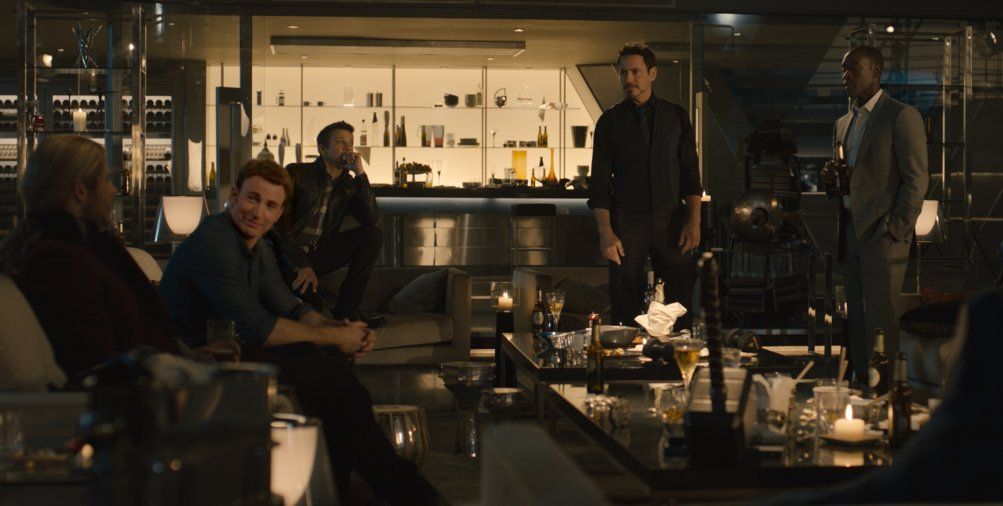 Avengers: Age of Ultron - Thor sfida i suoi amici ad alzare il mitico martello