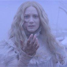 Crimson Peak: Mia Wasikowka in un'immagine onirica