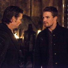 Arrow: gli attori Matt Nable e Stephen Amell nella puntata The Fallen