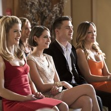 Arrow: Emily Bett Rickards, Willa Holland, Colton Haynes e Katie Cassidy in una scena di Suicidal Tendencies