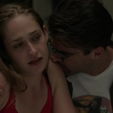 Girls: Jemima Kirke e Zachary Quinto in una scena dell'episodio Daddy Issues