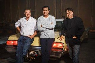 Ash vs. Evil Dead: Rob Tapert, Bruce Campbell e Sam Raimi sul set dello show