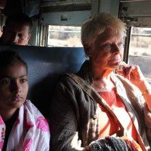 Ritorno al Marigold Hotel: Judy Dench in viaggio in una scena del film