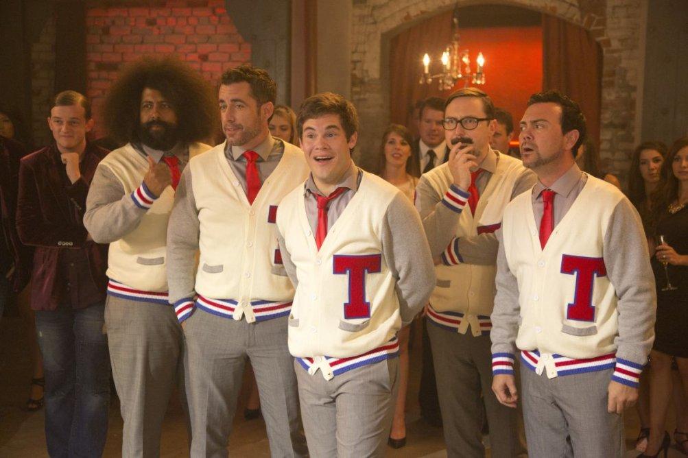 Pitch Perfect 2: Freddie Stroma, Reggie Watts, Adam DeVine, Skylar Astin e Austin Lyon in una scena del film